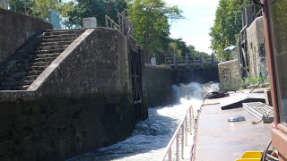 Cell in Canal Fontfile gushing water