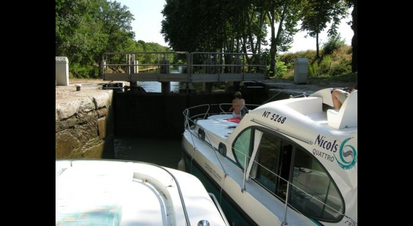Cell in Canal tight squeeze in lock